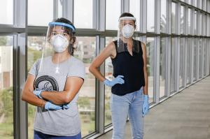 Fabricamos 200 protectores faciales para personal médico